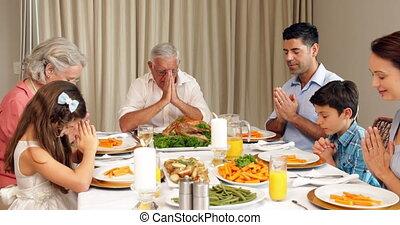 breidde uit, dinn, voor, biddend, gezin