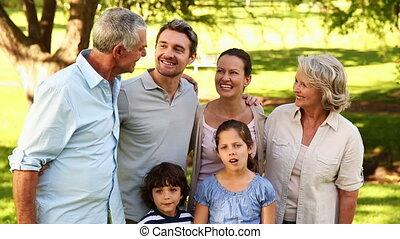 breidde uit, het glimlachen, fototoestel, gezin, vrolijke