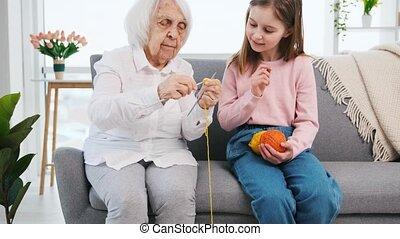 breien, kleindochter, hoe, grootmoeder, onderwijs