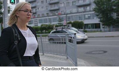 bril, echte mensen, straat., mooi, succesvolle , jonge vrouwen, vrouw, stad, vakmensen, concept