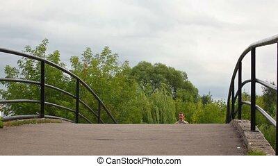brug, wandelende, gezin