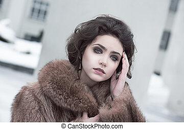 bruine , brunette, pelsjas, jonge, verfijnd, femininity., buitenshuis, verticaal