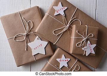 bruine , vlakte, kadootjes, papier, verpakte, kerstmis