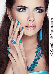 brunette, vrouw, mode, makeup., beauty, portrait., manicured, nails., modieus, juwelen