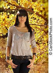 brunette, vrouw, portrait., buitenshuis, mode, herfst