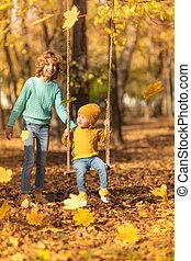 buiten, park, spelend, herfst, kinderen, vrolijke