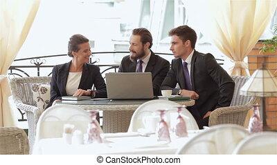 businesspeople, eten, drie, hapjes