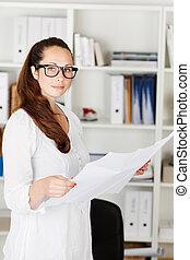 businesswoman, documenten, aantrekkelijk