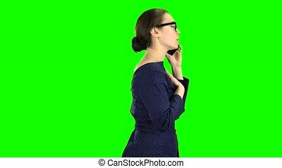 businesswoman, screen., klesten, gaan, groene, telefoon., vergadering, zijaanzicht