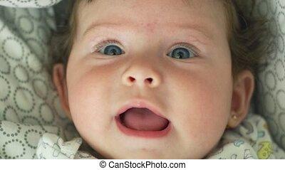 close-up, motie, mooie baby, fototoestel, het kijken, vertragen