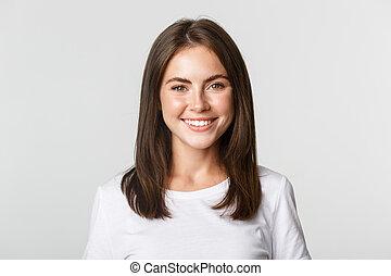 close-up, vrolijke , het glimlachen, achtergrond, meisje, aantrekkelijk, staand, witte , brunette