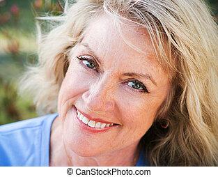 closeup, middelbare leeftijd , beauty, -, verticaal, blonde