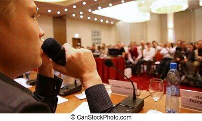 conferentie, microfoon, door, zaal, het spreken, man