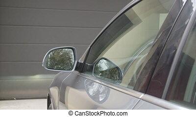 controle, ver, auto, thumbed, op, garage, zetten, deur, bestuurder, man