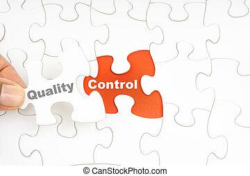 controle, woord, raadsel, jigsaw, hand houdend, stuk, kwaliteit