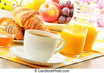 croissant, koffie, groentes, ei, sap, vruchten, sinaasappel, ontbijt