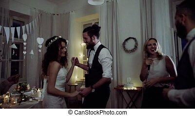 dancing, bruidegom, jonge, gasten, bruid, trouwfeest, ontvangst.