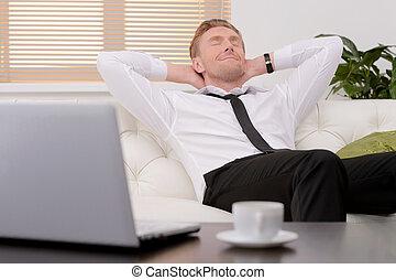 day., eyes, na, relaxen, werken hard, jonge, bankstel, vrolijk, zijn, gesloten, zakenman