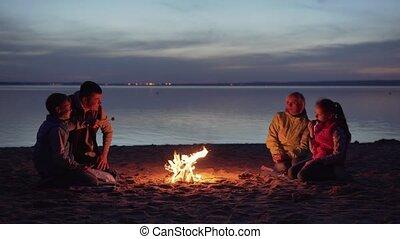 diner, kampvuur, strand, gezin, nacht