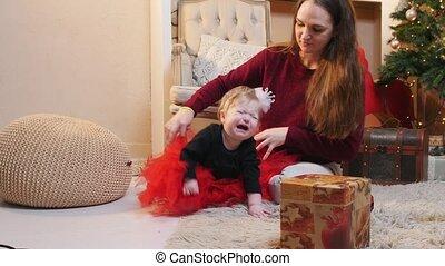 dochter, haar, moeder, studio, baby, weinig; niet zo(veel), spelend