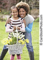 dochter, tuin, daffodils, vasthouden, moeder, mand