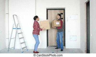 doorstep., dancing, paar, jonge, boxes., dozen, verhuizing, aantrekkelijk, nieuw huis, 3840x2160, blij, 4k