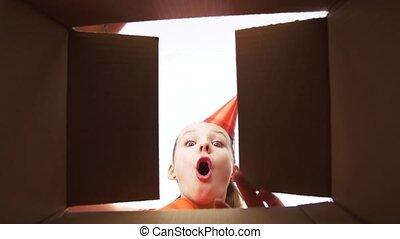 doosje, cadeau, opening, verjaardagsfeest, meisje, hoedje, vrolijke