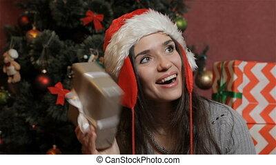 doosje, schudden, vrouw, kerstkado