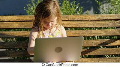 draagbare computer, tuin, meisje, gebruik, 4k