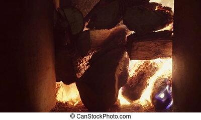 echte, op, vlammen, burning, barsten, zeer, brandhout, warm., groot, stapel, openhaard, vlam, baksteen