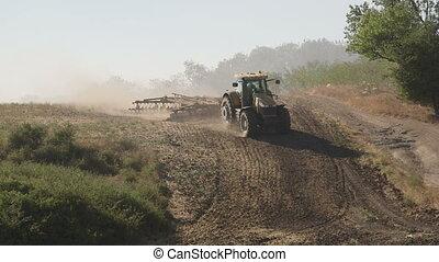 eggen, boerderij, moderne, akker, farmer, gebruik, schijf, harrowing, tractor