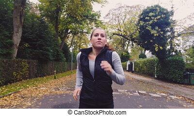 energiek, vrouw lopend, straat