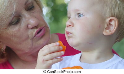 eten, haar, abrikoos, grootmoeder, kleinkind, buitenshuis