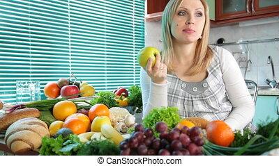 etende vrouw, appel, zwangere