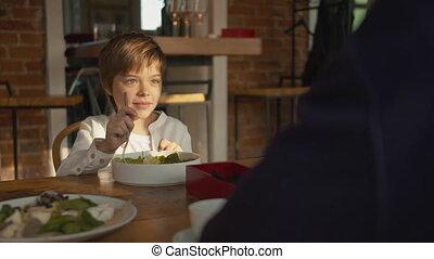 etentje, vader, jongen, zoon, vork, slaatje, stirs