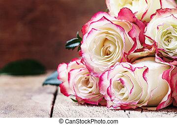 feestelijk, brandpunt, rozen, valentines, ouderwetse , rood, selectief, bouquetten, witte , kaart, achtergrond, houten, dag