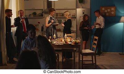 feestje, gasten, hebben, vrouw, echtgenoot, kitchen.