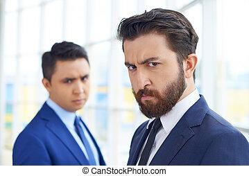 frowning, zakenman