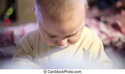 funny., concentrated., tv, room., baby, home., spelend