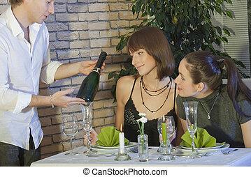 garçon, het tonen, champagne fles