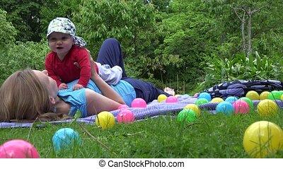garden., haar, tijd, uitgeput, vrije tijd, pasgeboren, 4k, moeder, baby