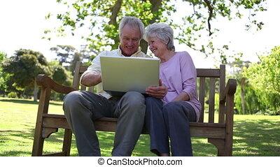 gebruik, mensen, gepensioneerd, draagbare computer