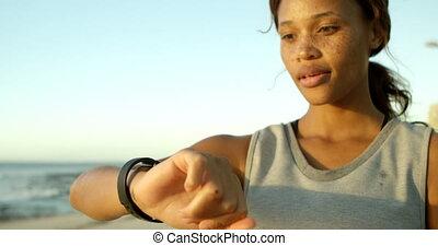 gebruik, smartwatch, strand, vrouw, 4k
