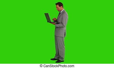 gebruik, zakenman, draagbare computer, midden-leeftijd