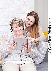 gebruiken, goed, tablet, haar, oma, plezier, onderwijs
