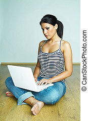 gebruikende laptop, computer