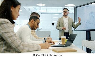 gedurende, groep, scherm, handelsconferentie, mensen, anders, gebruik, trainer, het luisteren, digitale