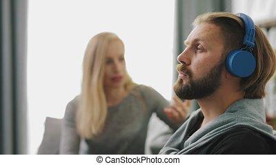gegil, echtgenoot, het negeren, vrouw