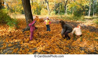gegooi, bladeren, park, gezin