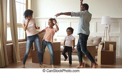 geitjes, gezin, dancing, vieren, ouders, afrikaan, bewegende dag, vrolijke